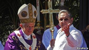 Papa Benedict na Rais raul Castro wa Cuba