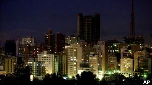 São Paulo à noite. | Foto: AP