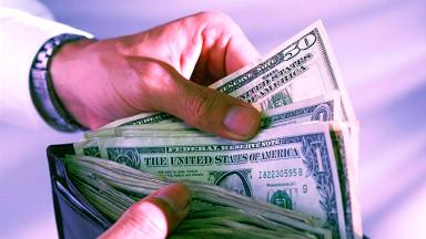 Dinero en una billetera