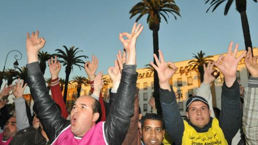 摩洛哥失业青年在首都拉巴德议会大厦外抗议示威