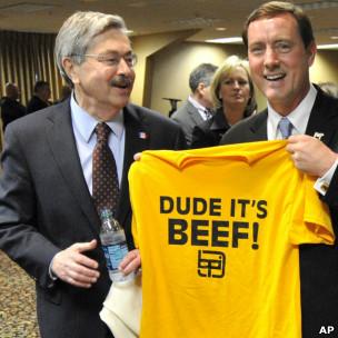 Governadores de Estados produtores de carne com camiseta da campanha 'Dude,it´s beef'