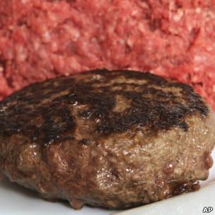 Hambúrguer feito com lean beef trimmings nos EUA