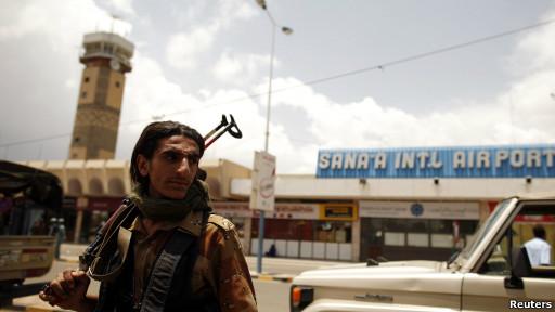Bandara di Sanaa sempat ditutup sehari.