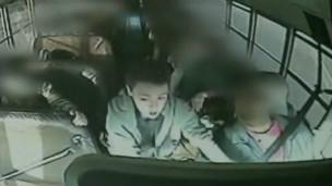 Jeremy Wuitshick salvando ônibus