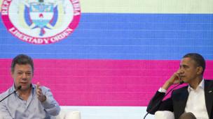 Juan Manuel Santos e Barack Obama durante a Cúpula das Américas (AP)