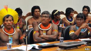 Líderes indígenas em reunião com o presidente da Funai (Foto: Valter Campanato/ABr)