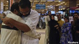 Thân nhân các nạn nhân vụ tai nạn máy bay ở Pakistan