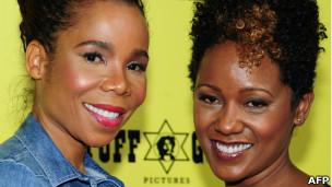 Cedella (à esq) e Karen Marley, filhas do cantor, em foto de 17 de abril