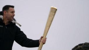 كيف تبقى نيران شعلة الأولمبياد متقدة؟