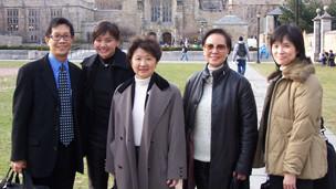 黄燕云(右一)生前与中大同事访问耶鲁大学