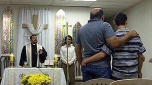 Missa na Igreja Cristã Metropolitana  Foto BBC Brasil