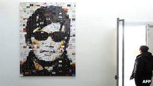 北京798艺术园区内一幅以陈光诚肖像为题材的平面艺术作品(9/1/2012)