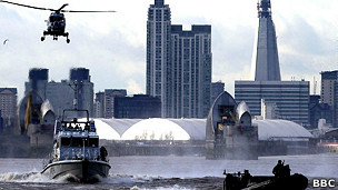 Mazoezi ya ulinzi kwenye Mto Thames, London