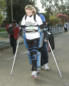 Claire Lomas durante a Maratona de Londres