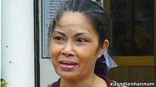 Bà Bùi Hằng sau khi được thả (ảnh của blog Nguyễn Xuân Diện)