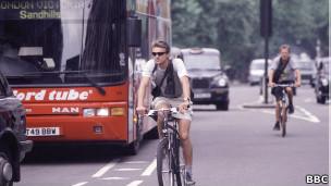 ciclista em Londres (foto: BBC)