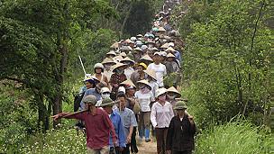 Nông dân Văn Giang kéo ra bảo vệ đất đai của mình