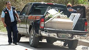 camioneta fúnebre del Servicio Funerario del Pueblo