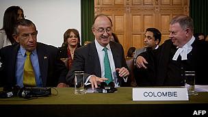 equipo defensa de colombia en La Haya
