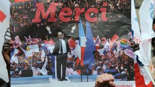 Tân Tổng thống Pháp Francois Hollande ăn mừng chiến thắng