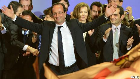 Ông Francois Hollande ăn mừng
