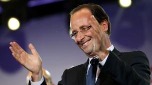Francois Hollande mừng chiến thắng với các ủng hộ viên