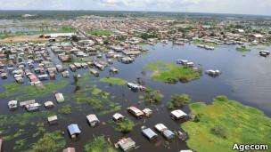 Periferia de Manaus inundada