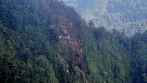 Mảnh vỡ chiếc Sukhoi được tìm thấy trên sườn núi Salak