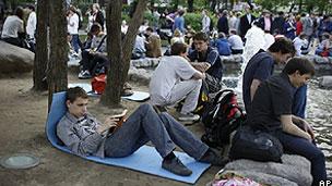 Protestos ocuparam parques e praças de Moscou (AP)