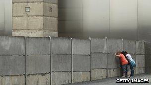 У Берлинской стены