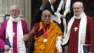 Đức Đạt Lai Lạt Ma đến thăm nhà thờ St Paul ở Luân Đôn