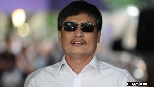 陈光诚说,中国政府必须面对的根本问题是官员的无法无天。