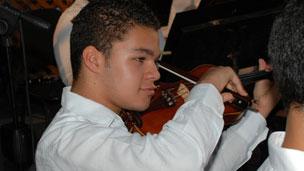 Venezolano de 14 años deslumbra como director de orquesta 120524001508_304
