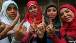 Wanawake wa Misri waliovaa hijabu, wakipiga kura mwezi May