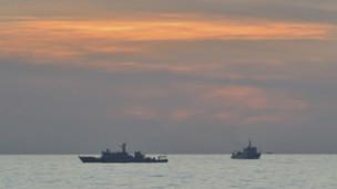 Tàu hải giám Trung Quốc trong cuộc đối đầu ở bãi cạn Scarborough