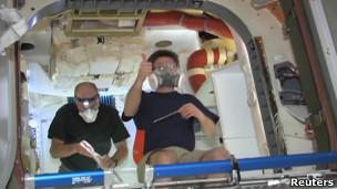 Para astronot di kapsul Dragon