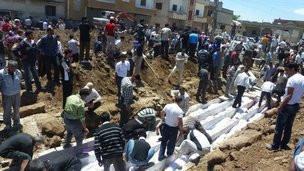 Người dân Houla chôn cất các nạn nhân vụ thảm sát
