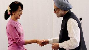 Thủ tướng Manmohan Singh và bà Suu Kyi