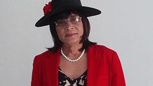 Lý Tống trong trang phục giả gái để xịt hơi cay ca sỹ Đàm Vĩnh Hưng