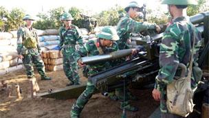 Diễn tập bắn đạn thật trên biển Bình Định (ảnh báo Quân đội Nhân dân)