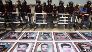 خانواده های کشته شدگان در برابر دادگاه حسنی مبارک