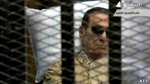 حسنی مبارک در دادگاه