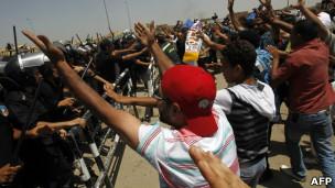 معترضان در برابر دادگاه مبارک