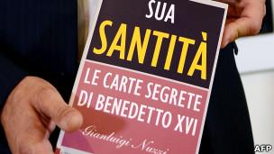 """Libro """"Su Santidad"""" de Gianluigi Nuzzi"""