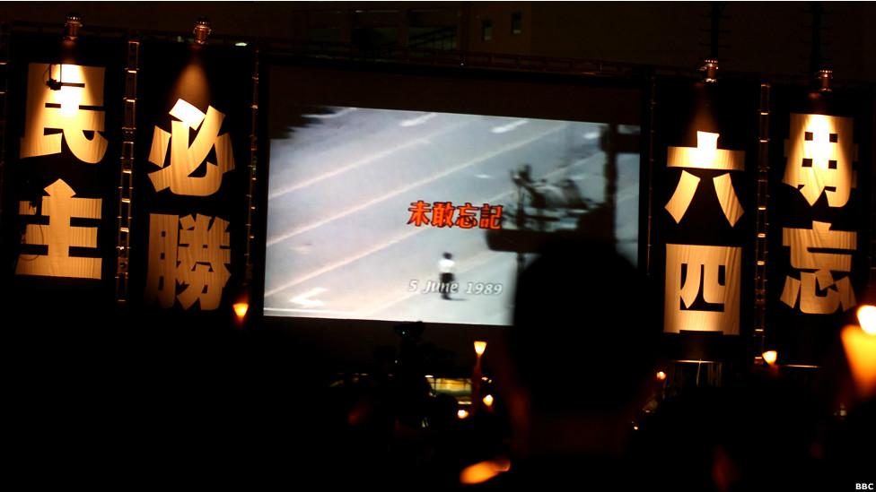 香港维园举行纪念六四烛光晚会(BBC中文网照片,04/06/2012)