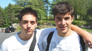 Jorge, español y Caio, brasileño