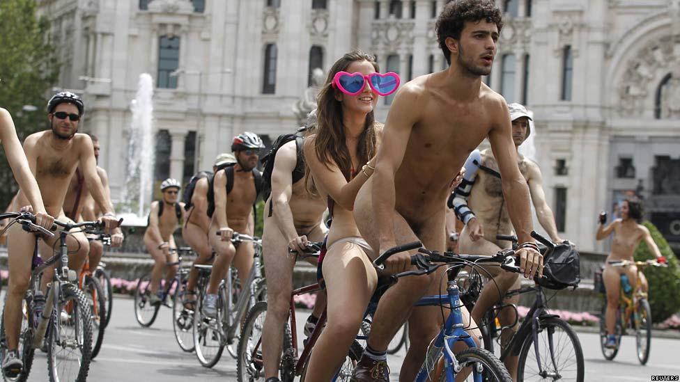 En fotos: desnudos y en bicicleta