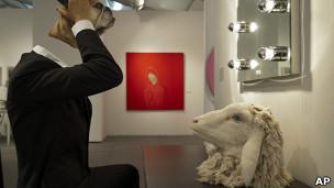Арт-инсталляция на ярмарке современного искусства в Базеле