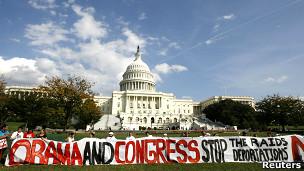 Protesto contra deportação | Foto: Reuters