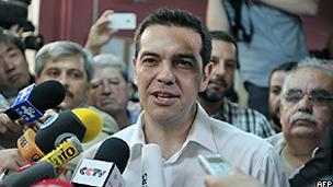 Alexis Tsipras, do Syriza, depois de depositar seu voto na urna (AFP/Getty)